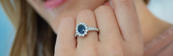 How to Choose a Blue Sapphire Engagement Ring