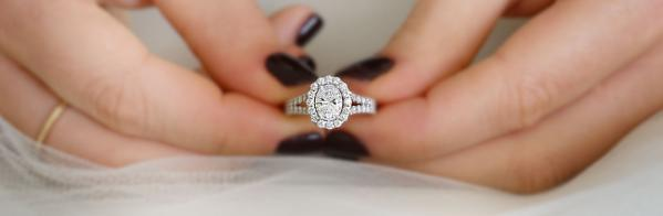 How to Buy an Engagement Ring Without Breaking the Bank